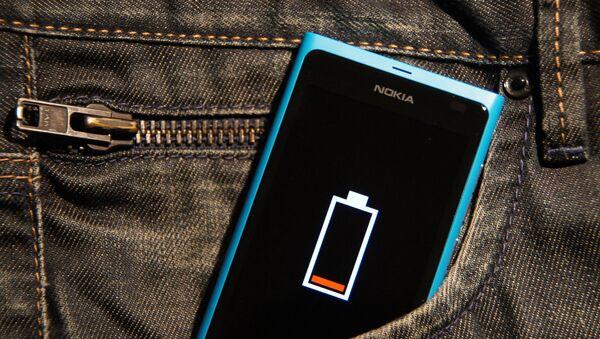 Batteria di uno Smartphone - Sputnik Italia