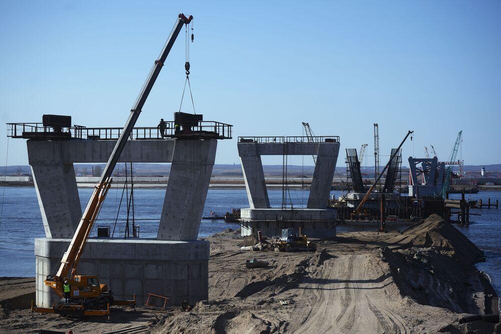 Un ponte tra la Russia e la Cina