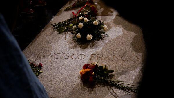 La tumba del dictador español Francisco Franco en El Valle de los Caídos, España - Sputnik Italia