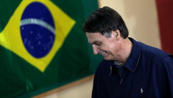 Jair Bolsonaro, candidato à Presidência do Brasil, ao votar no primeiro turno das eleições, em 7 de outubro de 2018 - Sputnik Italia