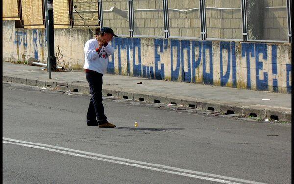 Golf nelle buche stradali a Napoli per denunciare il degrado della città - Sputnik Italia