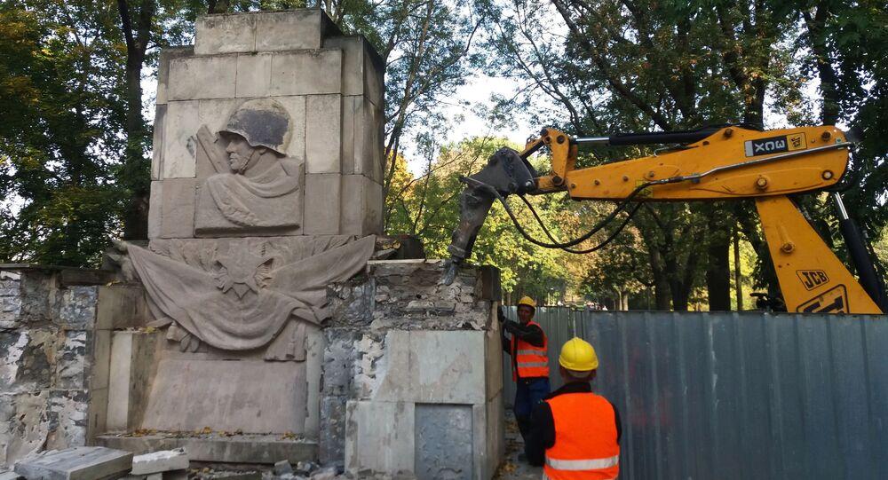 Varsavia, monumento ai caduti sovietici demolito