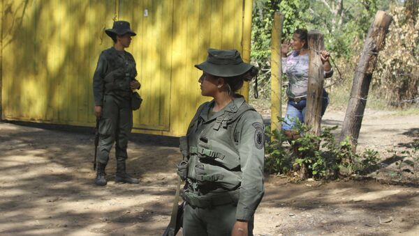Venezuelan Bolivarian soldiers stand at a checkpoint near Urena, Tachira state, Venezuela, on the border with Colombia. - Sputnik Italia