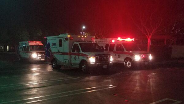 Ambulanze sul luogo della sparatoria in un ristorante a Thousand Oaks, California - Sputnik Italia