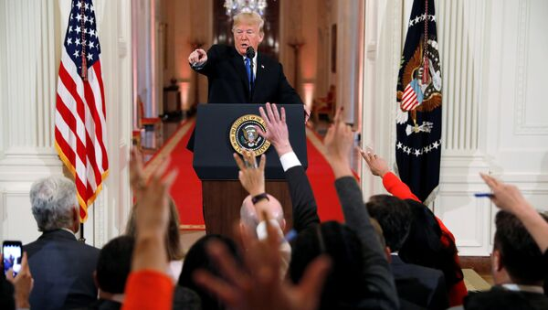 Il presidente statunitense Donald Trump alla conferenza stampa dopo le elezioni mid-term. - Sputnik Italia