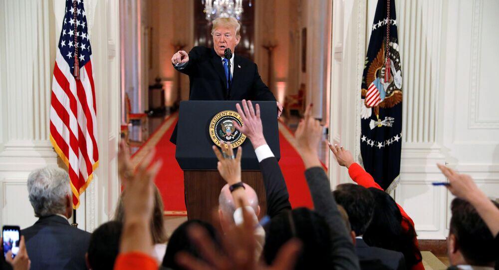Il presidente statunitense Donald Trump alla conferenza stampa dopo le elezioni mid-term.