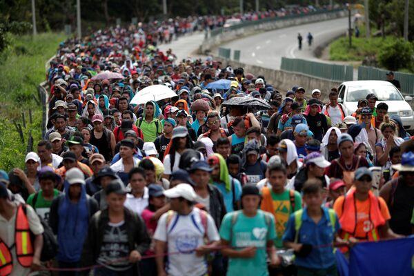 La carovana di migranti dall'America Centrale si dirigono verso gli USA, Messico. - Sputnik Italia