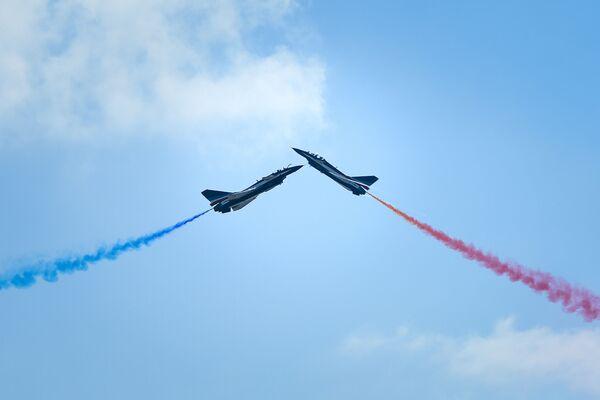I caccia cinesi J-10 durante l'Airshow China-2018, Cina. - Sputnik Italia