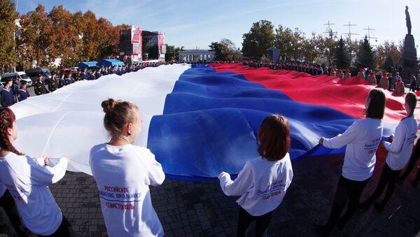 Участники акции Флаг моего государства, посвященного Дню народного единства в Севастополе - Sputnik Italia