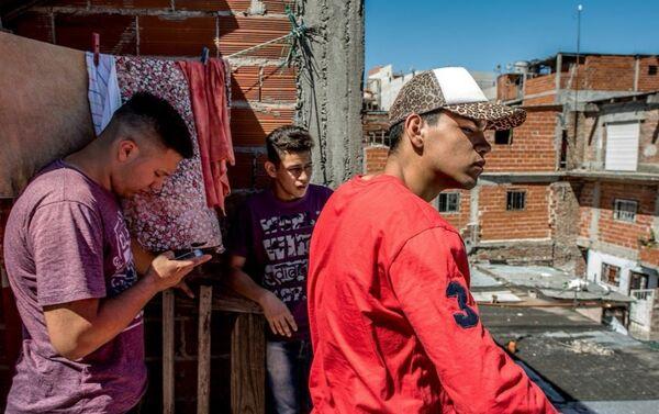 Una delle fotografie della serie Si Se Puede reallizata da Andrea Alai nei sobborghi di Buenos Aires - Sputnik Italia