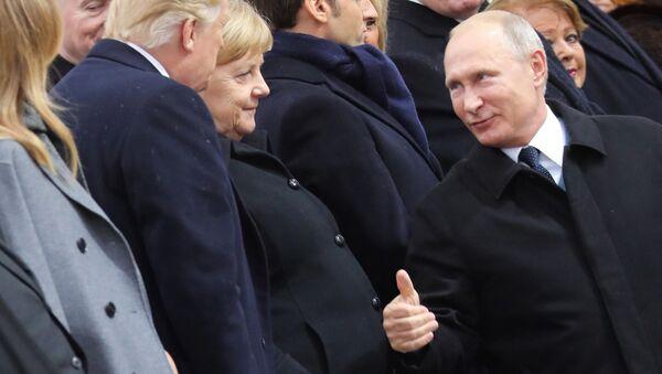 Donald Trump, Angela Merkel e Vladimir Putin a Parigi per il centenario della Grande guerra - Sputnik Italia