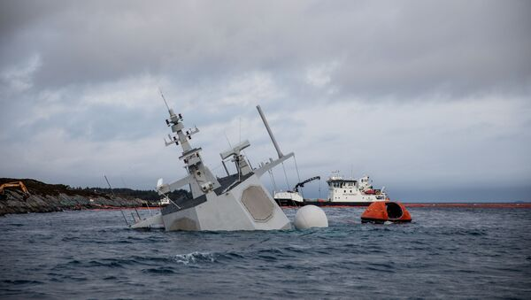 A shipwrecked Norwegian navy frigate KNM Helge Ingstad is seen in this Norwegian Coastal Administration handout picture in Oygarden, Norway, November 13, 2018 - Sputnik Italia