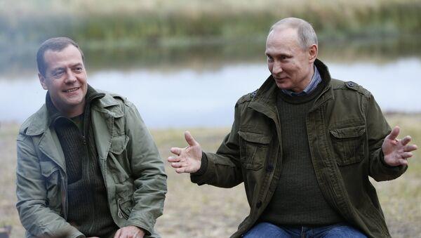 September 10, 2016. Russian President Vladimir Putin, right, and Prime Minister Dmitry Medvedev during a meeting on Lipno Island, Novgorod Region. - Sputnik Italia