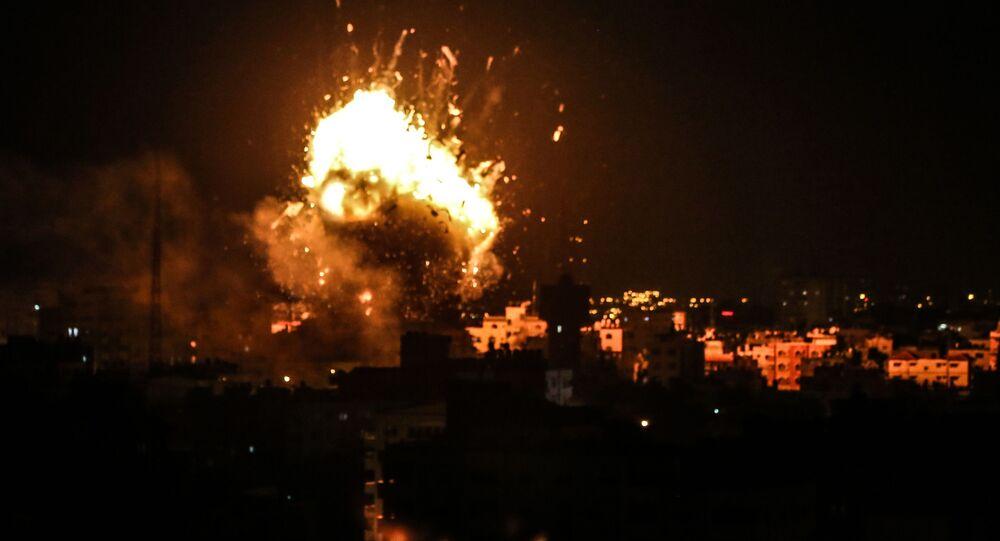 Il raid israeliano su obiettivi palestinesi nella Striscia di Gaza