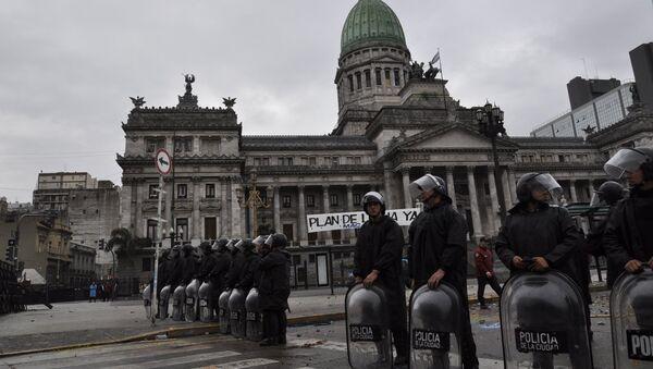 La Policía argentina durante los disturbios - Sputnik Italia