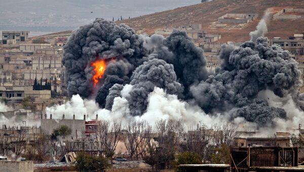 Bombardamenti coalizione anti-ISIS a Kobani, Siria - Sputnik Italia