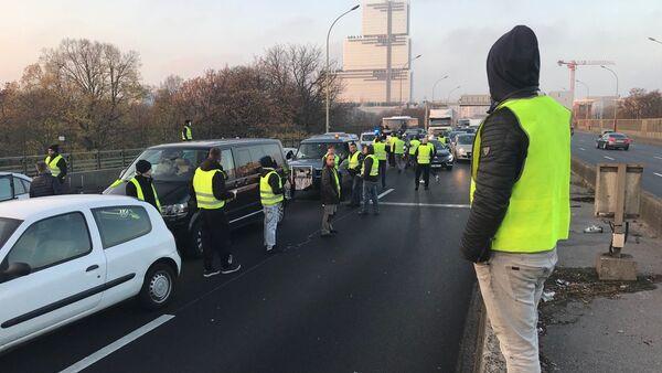 Ce 17 novembre, les «gilets jaunes» organisent des centaines de blocages routiers à travers le pays - Sputnik Italia