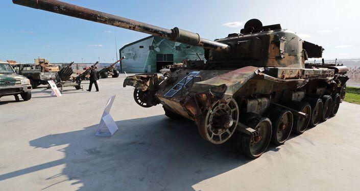 Il carro armato Centurion, presentato alla mostra di armi sequestrate dai militanti in Siria, nell'ambito del IV Forum Tecnico-Militare Internazionale Army-2018 a Kubinka.