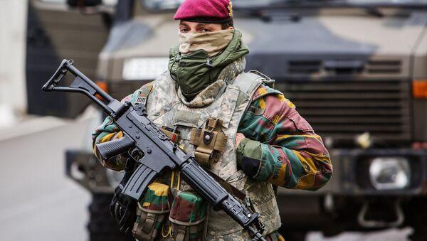 Una donna soldato belga - Sputnik Italia