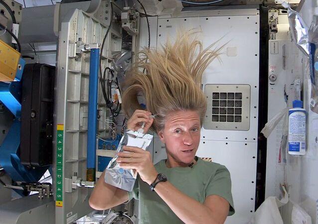 L'astronauta Karen Nyberg sulla ISS