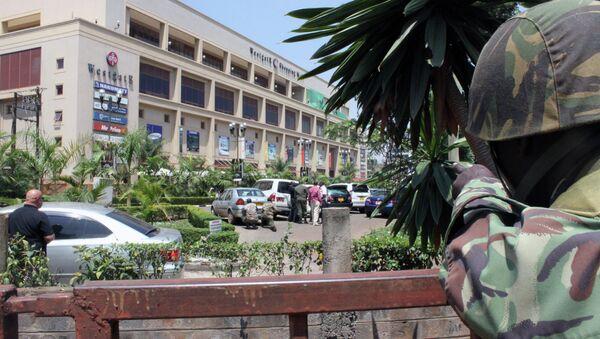 Soldato fuori un centro commerciale a Nairobi, Kenya. - Sputnik Italia