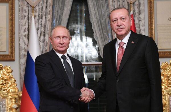 Vladimir Putin e Recep Erdogan durante l'incontro ad Istanbul. - Sputnik Italia