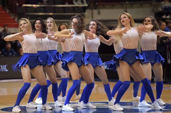 Le cheerleader della squadra di pallacanetro Zenit. - Sputnik Italia