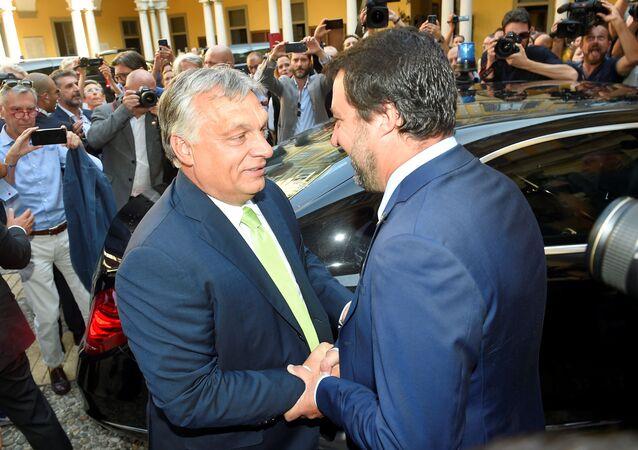 Viktor Orban e Matteo Salvini (foto d'archivio)