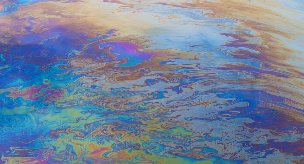Chiazza di petrolio in mare (foto d'archivio)