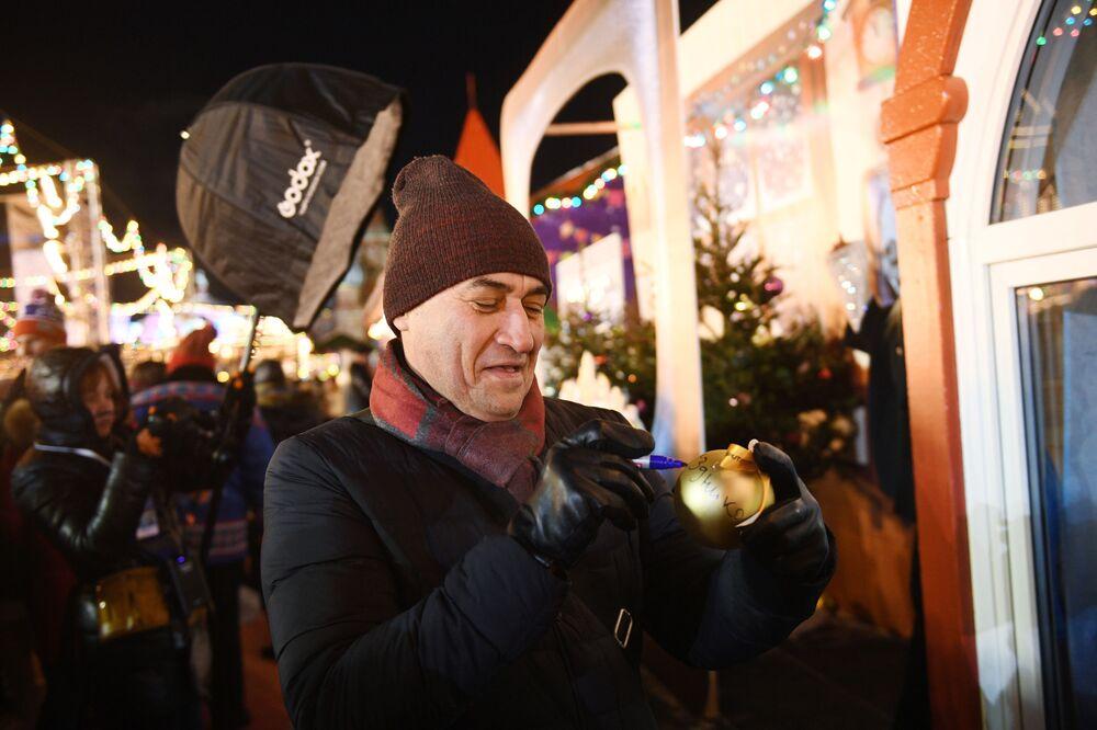 Anche l'attore Kamil Larin ha partecipato alle celebrazioni.
