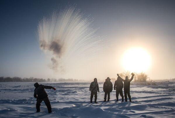 Gli abitanti di un villaggio vicino a Yakutsk, Russia. - Sputnik Italia