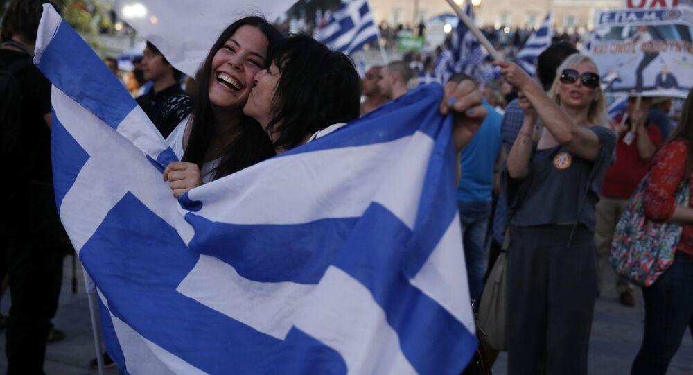 Referendum in Grecia, sostenitori del no esultano nel centro di Atene