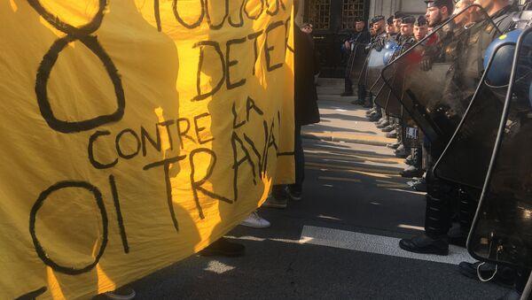 Des étudiants de la Sorbonne contre Macron - Sputnik Italia