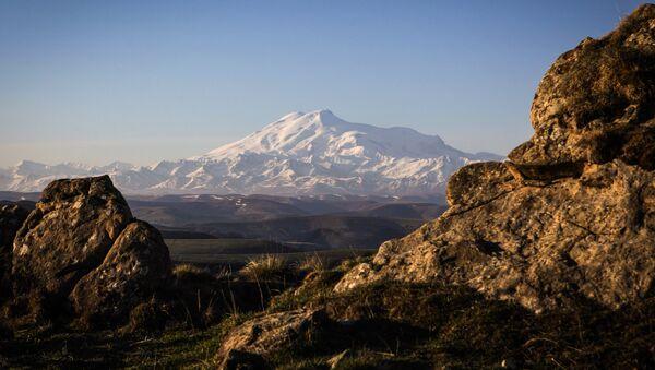 Vista sull'Elbrus Karaciaj Circassia - Sputnik Italia