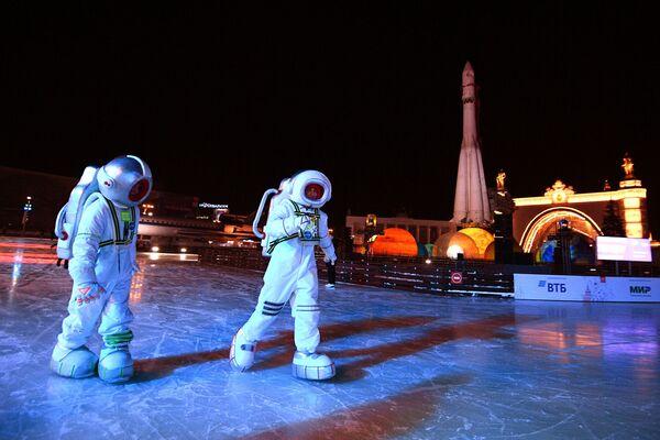 Gli attori all'inaugurazione della Città dell'inverno nel territorio di VDNKh a Mosca. - Sputnik Italia