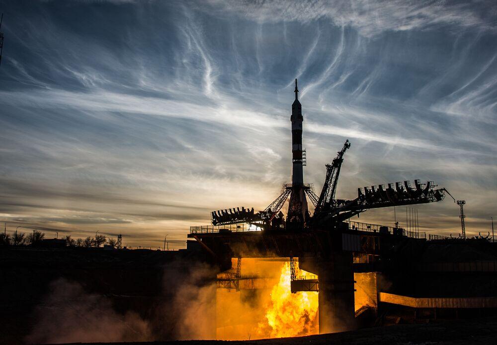 Lancio del razzo vettore Soyuz-FG dal cosmodromo di Baikonur.