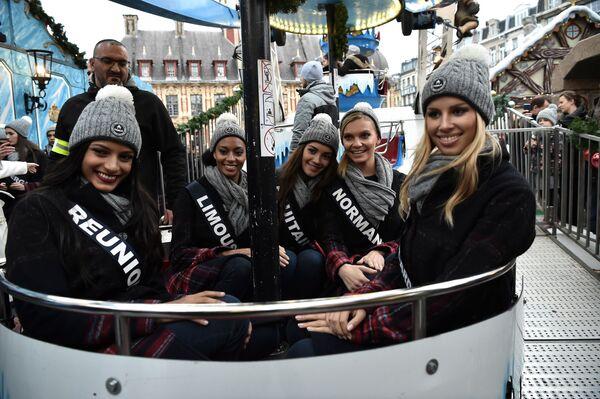Le concorrenti di concorso di bellezza Miss Francia-2019 sulla ruota panoramica a Lille. - Sputnik Italia