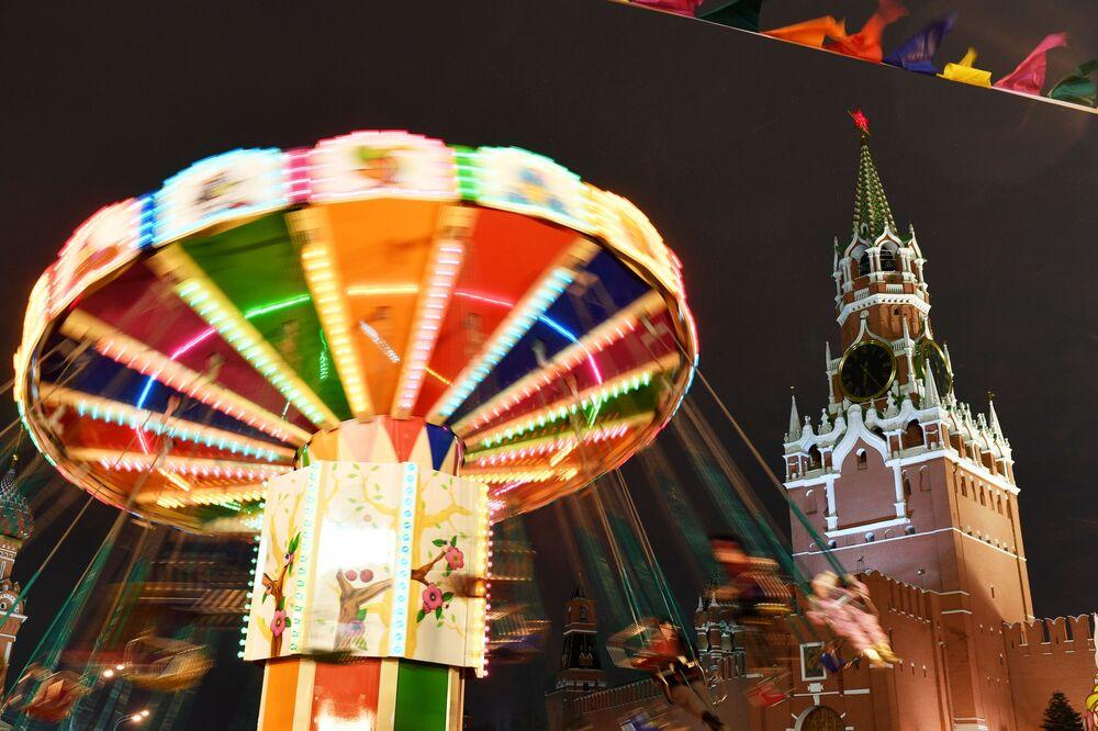 Carosello in Piazza Rossa a Mosca.