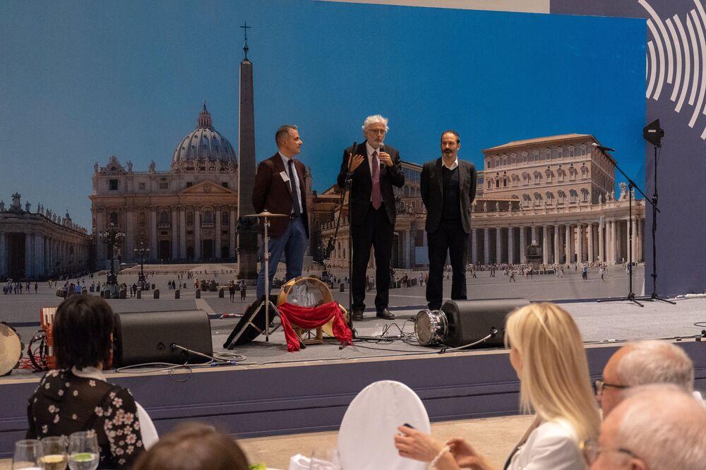 Il direttore dell'Enit Gianni Bastianelli sul palco di Buongiorno Italia