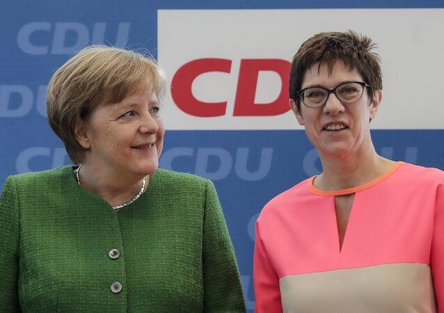 Bundeskanzlerin Angela Merkel und Annegret Kramp-Karrenbauer (CDU)