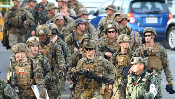 US Marines move for a joint military drill by US and South Korea in the southeastern port of Pohang on March 7, 2016 - Sputnik Italia