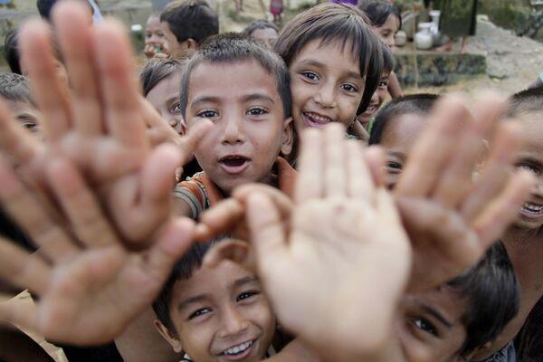 Bambini nel campo dei rifugiati Balucari in Bangladesh - Sputnik Italia