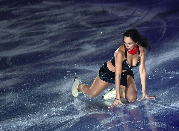 La pattinatrice russa Elizaveta Tuktamysheva partecipa alle esibizioni della finale di Gran Prix del pattinaggio artistico a Vancouver. - Sputnik Italia
