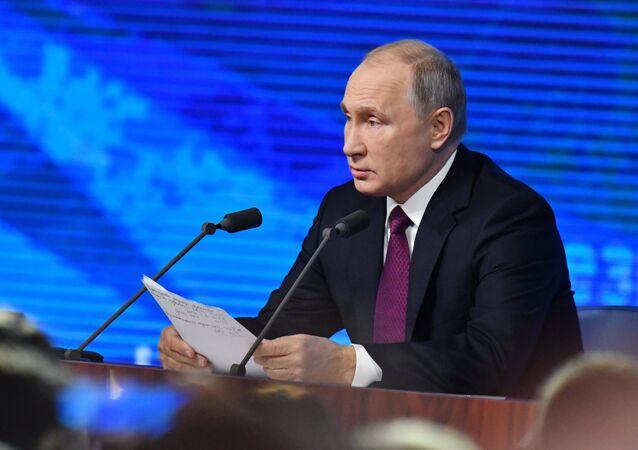 Il presidente Vladimir Putin alla conferenza stampa annuale