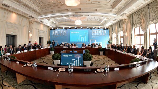 Участники встречи министров финансов и управляющих центральными банками стран БРИКС и Совета управляющих Нового банка развития - Sputnik Italia