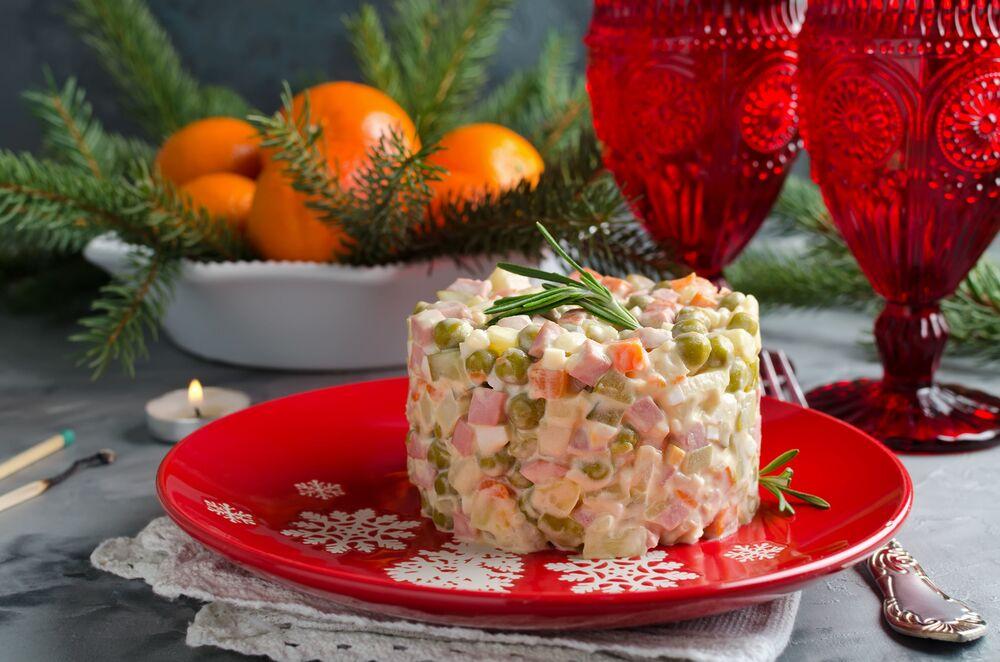 Insalata olivier - immancabile contorno natalizio in Russia (tanto che in Italia viene chiamata insalata russa)