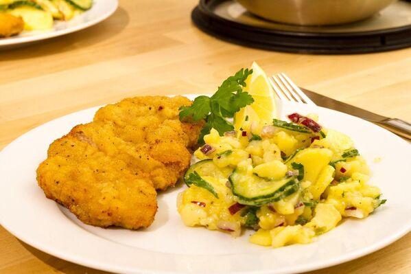 Cotoletta e insalata di patate (Wiener Schnitzel - tipicità viennese) - Sputnik Italia