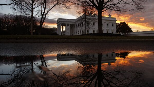The sun rises behind the White House in Washington, Saturday, Dec. 22, 2018. Hundreds of thousands of federal workers faced a partial government shutdown early Saturday after Democrats refused to meet President Donald Trump's demands for $5 billion to start erecting a border wall with Mexico - Sputnik Italia