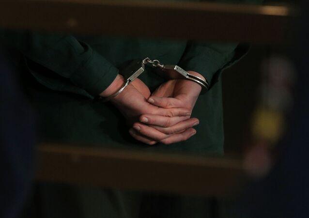 Detenuto in manette
