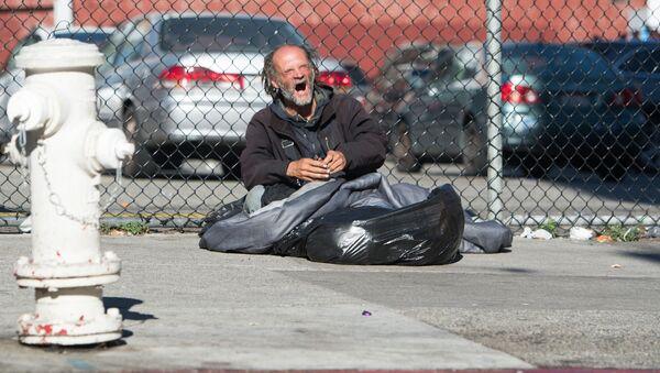 Un senzatetto a San Francisco - Sputnik Italia
